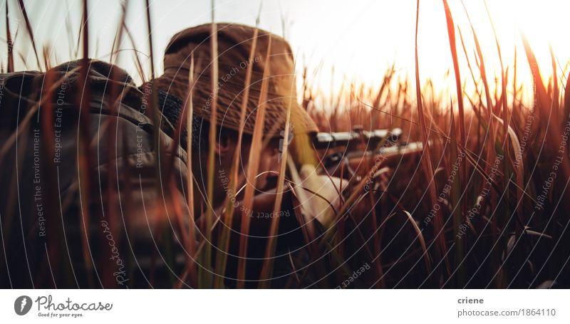 Mensch Natur Mann Tier Erwachsene Lifestyle Sport Spielen wild Freizeit & Hobby maskulin Bauernhof Leidenschaft Konzentration Jagd Fleisch