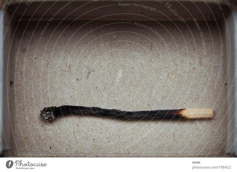 Burnout Holz grau schwarz Erschöpfung Stress Brand Streichholz Schachtel zünden Karton verbrannt Recycling Rest Farbfoto Gedeckte Farben Innenaufnahme
