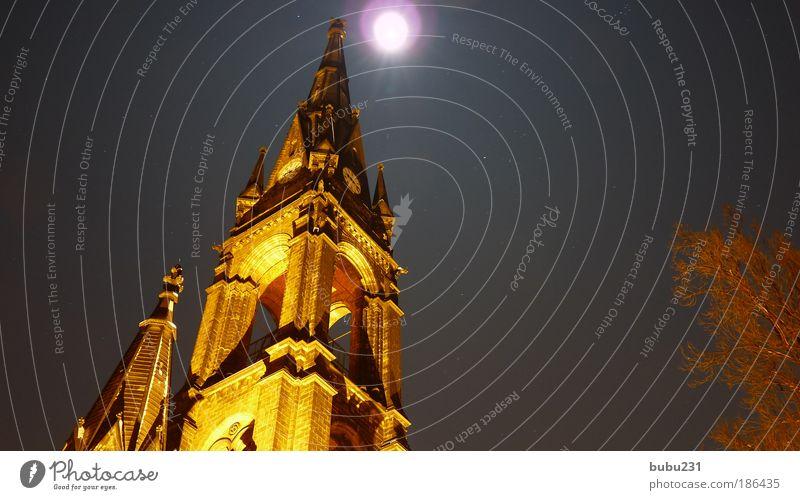 erleuchtet Himmel Nachthimmel Stern Mond Nordlicht Dresden Kirche Sehenswürdigkeit Stein Ornament Kreuz beobachten Denken leuchten alt ästhetisch hell
