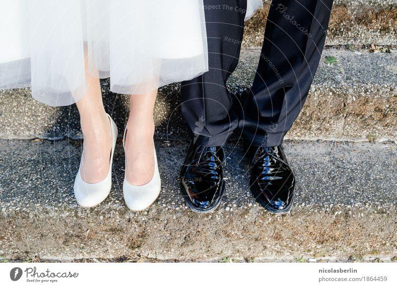 Hochzeit I Lifestyle elegant Stil Freude Glück Sommer Party Mensch maskulin feminin Paar Partner Leben 2 18-30 Jahre Jugendliche Erwachsene Bekleidung Kleid