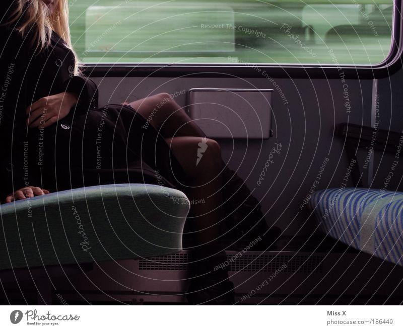 große Reise Mensch Jugendliche Hand schön Ferien & Urlaub & Reisen Winter Erwachsene Ferne feminin Haare & Frisuren Beine Fuß blond Ausflug Eisenbahn Verkehr
