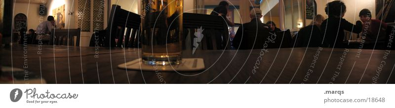 Schlappen Ernährung Glas groß Tisch Getränk trinken Gastronomie Panorama (Bildformat) Freiburg im Breisgau Kneipe Rauchen verboten