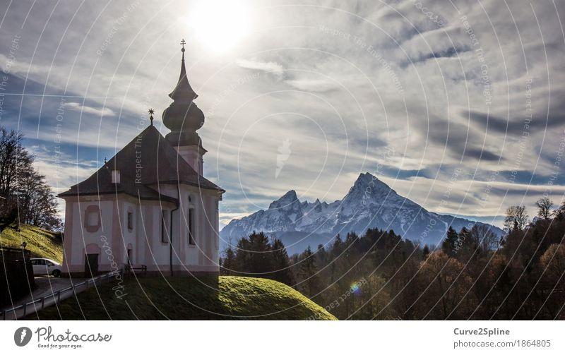 Maria Gern Kirche Himmel Wolken Sonne Herbst Wetter Eis Frost Schnee Baum Wiese Wald Hügel Felsen Berge u. Gebirge Gipfel Schneebedeckte Gipfel Berchtesgaden