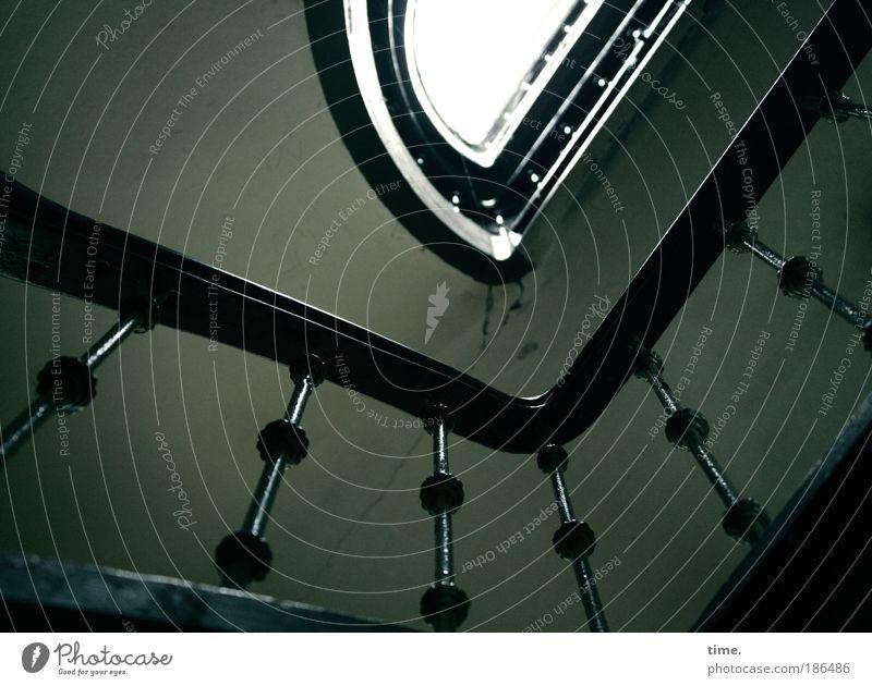 Herz-Kreislauf-System Häusliches Leben Haus Innenarchitektur Raum Klettern Bergsteigen Handwerk Treppe Holz Fitness hoch oben Ausdauer Nostalgie Treppenhaus