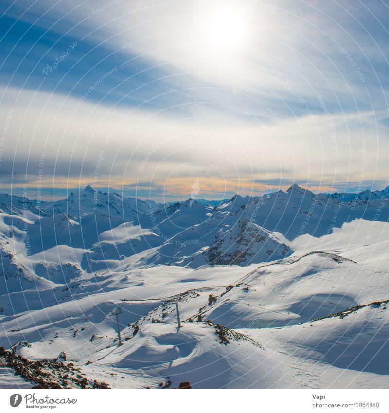Blaue Berge Snowy in den Wolken bei Sonnenuntergang Himmel Natur Ferien & Urlaub & Reisen blau weiß Landschaft Winter Berge u. Gebirge schwarz gelb Sport Schnee