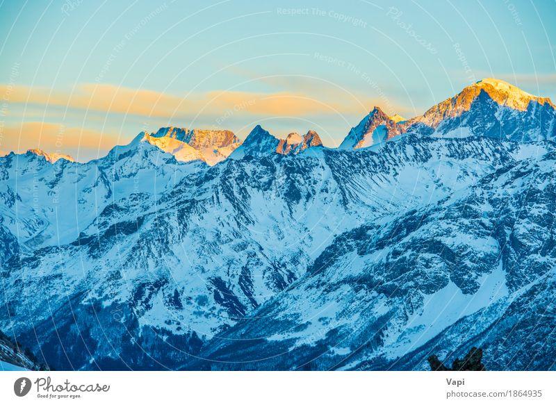 Blaue Berge Snowy in den Wolken bei Sonnenuntergang Himmel Natur Ferien & Urlaub & Reisen blau weiß Landschaft rot Winter Berge u. Gebirge gelb Sport Schnee
