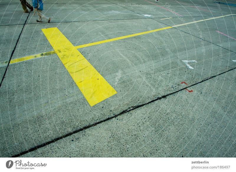 Menschen am Rande des Textfreiraums Farbe Paar Fuß Linie Beine 2 laufen Schilder & Markierungen Beton Laufsport paarweise Streifen Flucht Geometrie