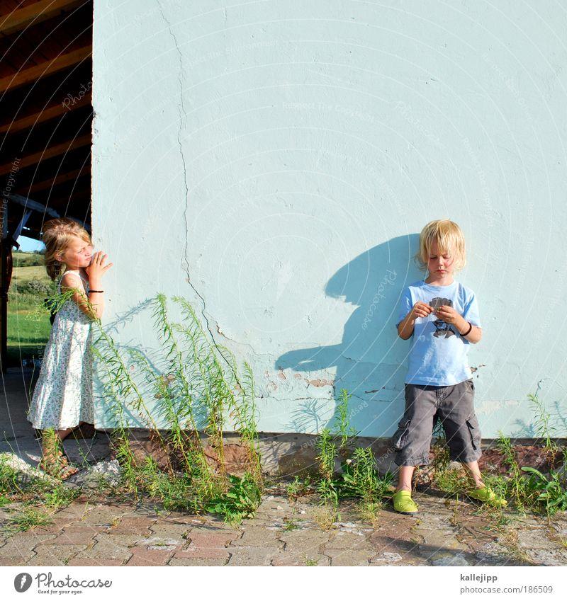 diplomatie Familie & Verwandtschaft Mensch Kind Mädchen Blick Pflanze Haus Leben Junge Wiese Spielen Garten Glück Wohnung Licht Klima