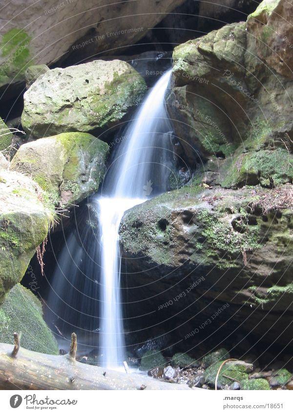 Wasserfall Wasser grün Berge u. Gebirge Stein Felsen Wasserfall