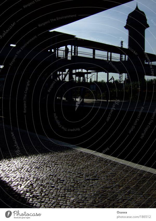 Ostkreuz 31 Himmel blau Ferien & Urlaub & Reisen schwarz Berlin Reisefotografie Baustelle Deutschland Bahnhof Mobilität Kopfsteinpflaster S-Bahn Bahnsteig