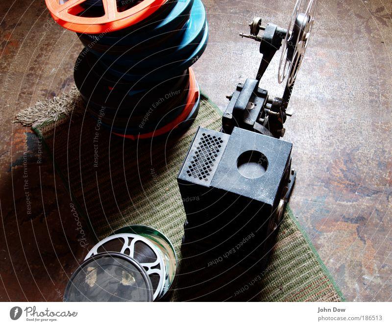 Dachbodenfund alt Wohnung Filmmaterial retro Technik & Technologie Filmindustrie Freizeit & Hobby Medien entdecken Vergangenheit historisch Kino Teppich Video Dachboden veraltet
