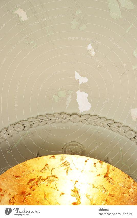 Stuck Stuckdecke vergolden Mauer Wand Decke Metall Gold alt ästhetisch schön Putz Riss abblättern Teile u. Stücke Ornament Farbfoto Gedeckte Farben