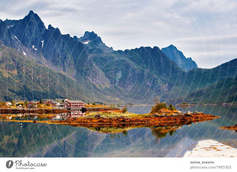 Norwegen Insel im Fjord. Bewölkter nordischer Tag Erholung Ferien & Urlaub & Reisen Tourismus Ausflug Ferne Expedition Camping Sommer Strand Meer Schnee
