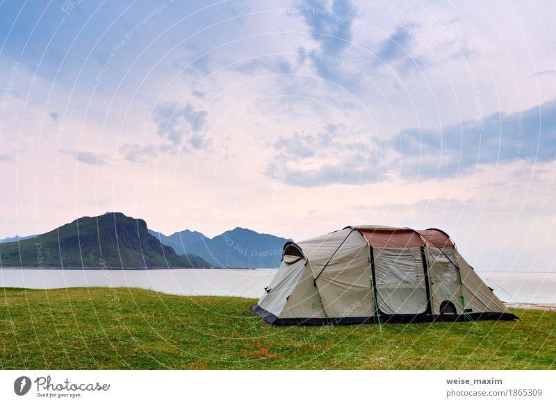 Camping an der Küste des Ozeans. Urlaub in Norwegen, Lofoten Himmel Natur Ferien & Urlaub & Reisen Sommer grün Wasser Meer Landschaft Wolken Freude Strand