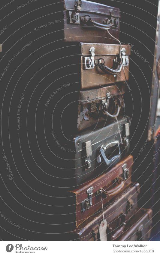 Vintage Gepäck Ferien & Urlaub & Reisen Tourismus Ausflug Sommer Erde Verkehr Leder Koffer alt fallen träumen dreckig dunkel historisch retro blau braun weiß