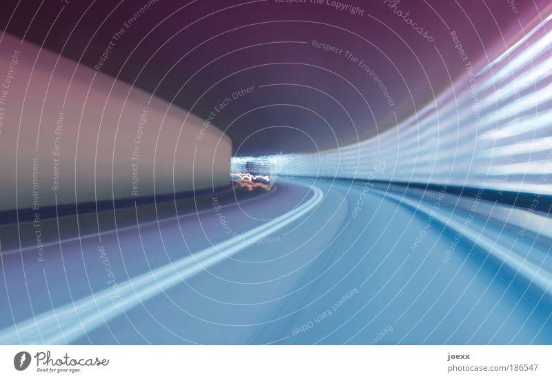 Streiflichter Tunnel Verkehr Verkehrswege Straße Geschwindigkeit blau violett rosa Stress Mittelstreifen Tunnelblick Streifen fahren Schwung schwungvoll Dynamik