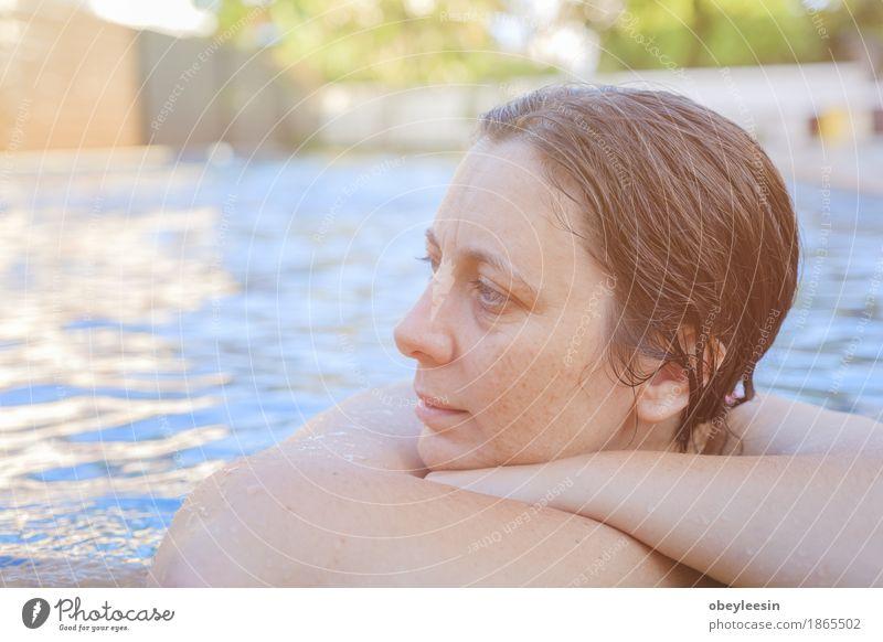 im Schwimmbad Lifestyle Mensch Frau Erwachsene Haare & Frisuren Gesicht Auge Arme 1 30-45 Jahre Künstler Angst Todesangst Höhenangst Flugangst Abenteuer Stil