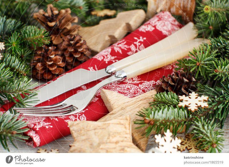 Rustikales festliches Gedeck mit Gabel und Messer Abendessen Winter Dekoration & Verzierung Feste & Feiern Silvester u. Neujahr Baum Holz Ornament braun grün