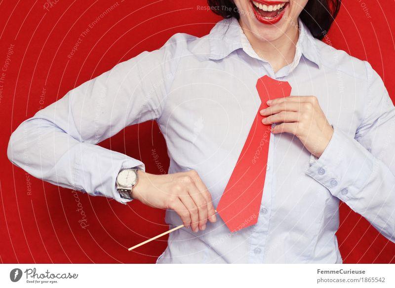 Business12 Mensch Frau Jugendliche Junge Frau rot 18-30 Jahre Erwachsene feminin lachen Büro Erfolg Hemd Karriere silber Krawatte