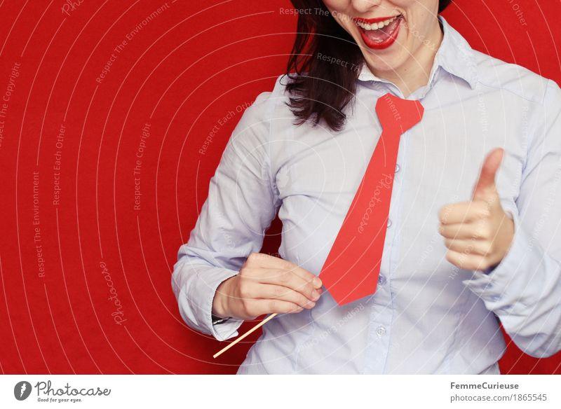 Business03 Mensch Frau Jugendliche Junge Frau rot 18-30 Jahre Erwachsene feminin lachen Business Erfolg hoch Hemd Karriere Basteln Karton