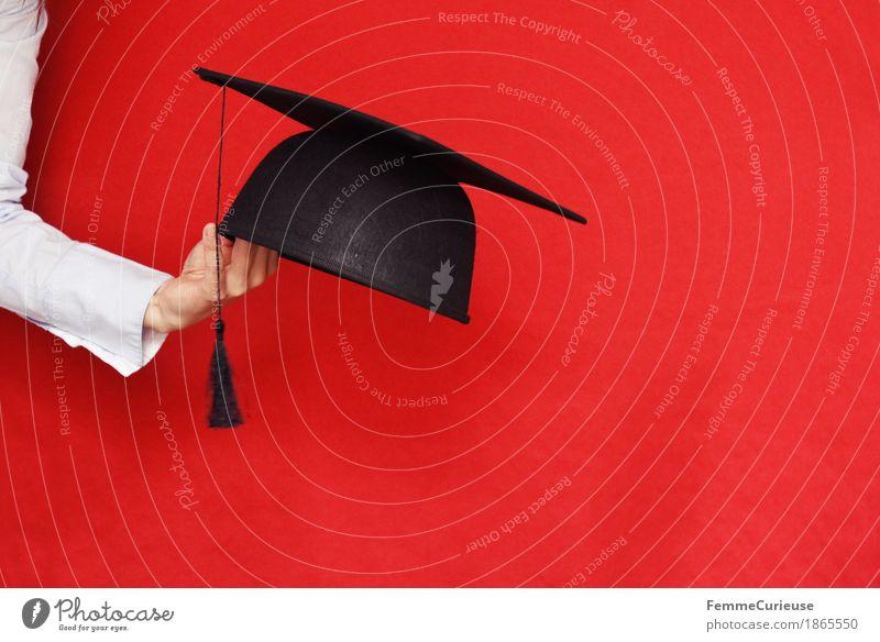 Graduation Mensch Frau Jugendliche Junge Frau Hand rot 18-30 Jahre schwarz Erwachsene feminin 13-18 Jahre Erfolg Arme Studium Bildung Verstand
