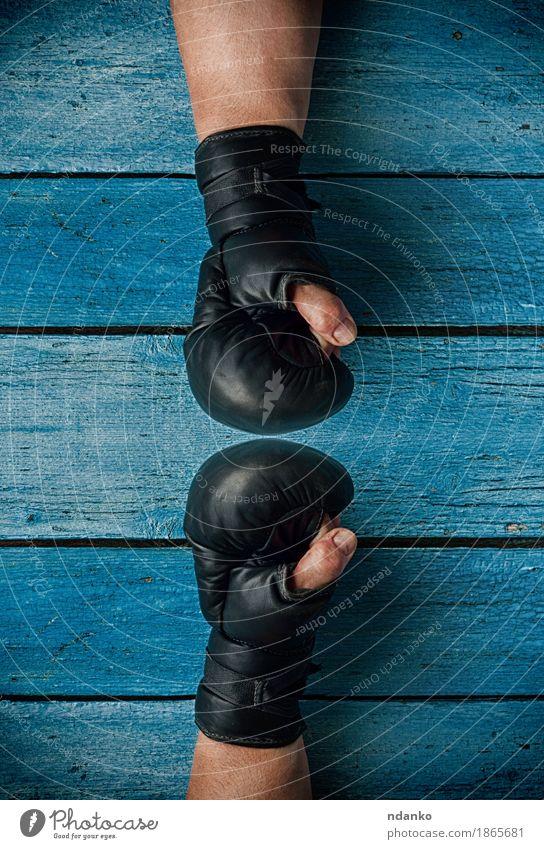 Mensch Mann alt blau Hand Erwachsene sprechen Sport Erfolg Finger sportlich Riss Konkurrenz Faust 30-45 Jahre Gegner