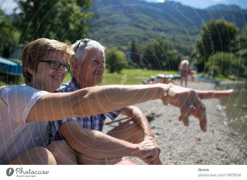 zwei glückliche Senioren haben zusammen Spaß Mensch Frau Ferien & Urlaub & Reisen Mann alt Sommer Freude Leben Gesundheit Glück Paar Zusammensein Freundschaft