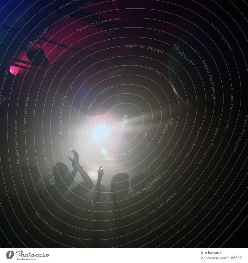 bis sonnenaufgang Mensch Hand Freude Leben Party Menschengruppe Musik Feste & Feiern Tanzen Licht maskulin Lifestyle stehen Gesellschaft (Soziologie) Veranstaltung Menschenmenge