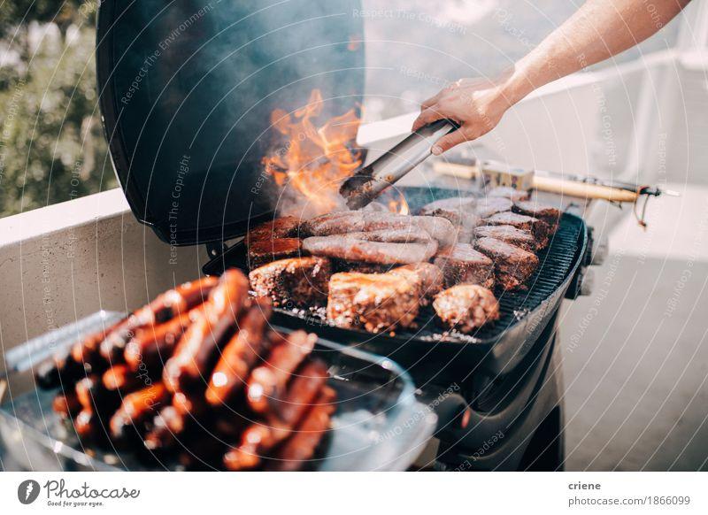 Nahaufnahme des Grills mit vielem Fleisch und Würsten Ferien & Urlaub & Reisen Sommer Essen Lifestyle Garten Lebensmittel Feste & Feiern Party Geburtstag lecker