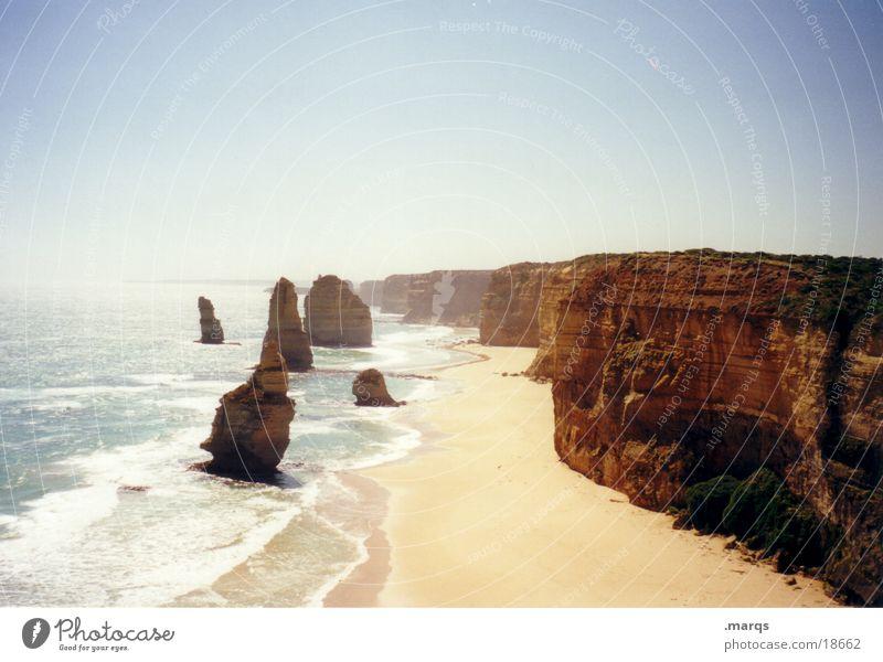 Twelve Apostels Wasser Strand Meer Sand Küste nass Felsen fliegen Ecke Australien Brandung Klippe Süden 12 Sandstein Great Ocean Road