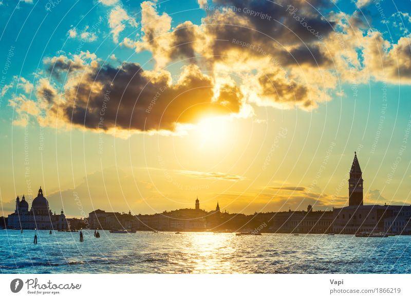 Sonnenuntergang in Venedig Himmel Ferien & Urlaub & Reisen blau Sommer Stadt Wasser weiß Meer Landschaft Wolken Architektur gelb Gebäude Tourismus orange