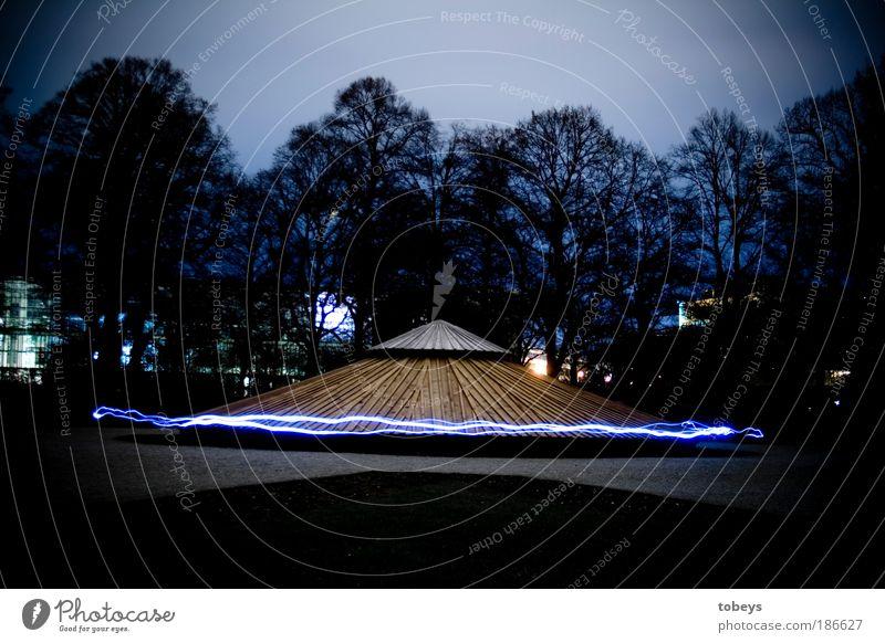 unidentified flying object fliegen Energie Zukunft Technik & Technologie geheimnisvoll Weltall München Wissenschaften Mond Schweben Langzeitbelichtung Nacht