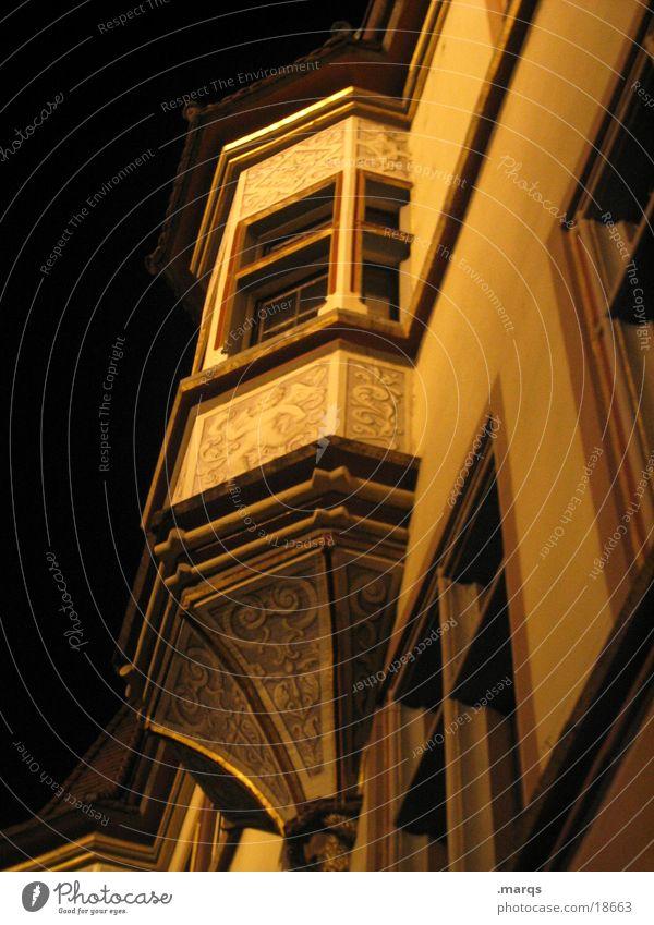 Erker alt Haus dunkel Ecke historisch verziert