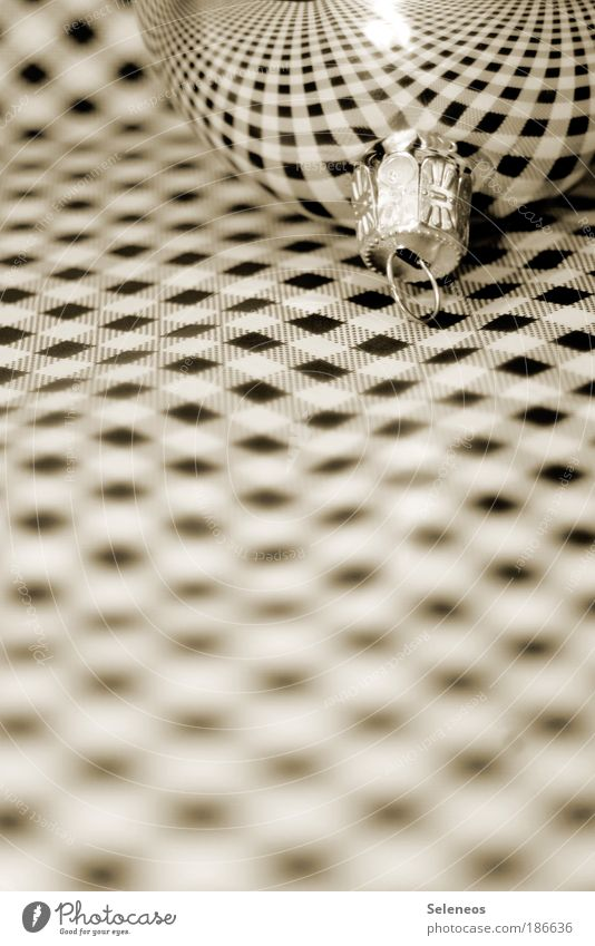 Camouflage Weihnachten & Advent Nahaufnahme Kontrast Linie Schwarzweißfoto glänzend Papier Netzwerk liegen Unendlichkeit Christbaumkugel Reflexion & Spiegelung