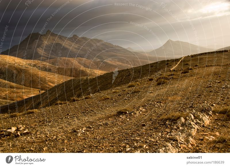 Gebirge Natur Himmel Sonne Ferien & Urlaub & Reisen Wolken Ferne Berge u. Gebirge Freiheit Stein Sand Landschaft Luft braun Sonnenuntergang Wind