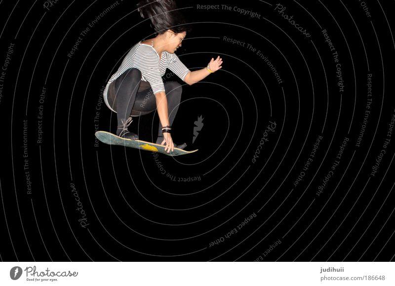 One Pinguin Freude Freizeit & Hobby Sport Snowboard Skateboarding feminin Junge Frau Jugendliche 1 Mensch Show drehen fliegen außergewöhnlich trendy lustig