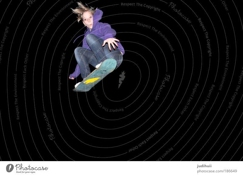 One Pinguin II Mensch Jugendliche Junge Frau Freude schwarz Bewegung Sport fliegen Zufriedenheit Freizeit & Hobby blond hoch bedrohlich Fitness violett Körperhaltung