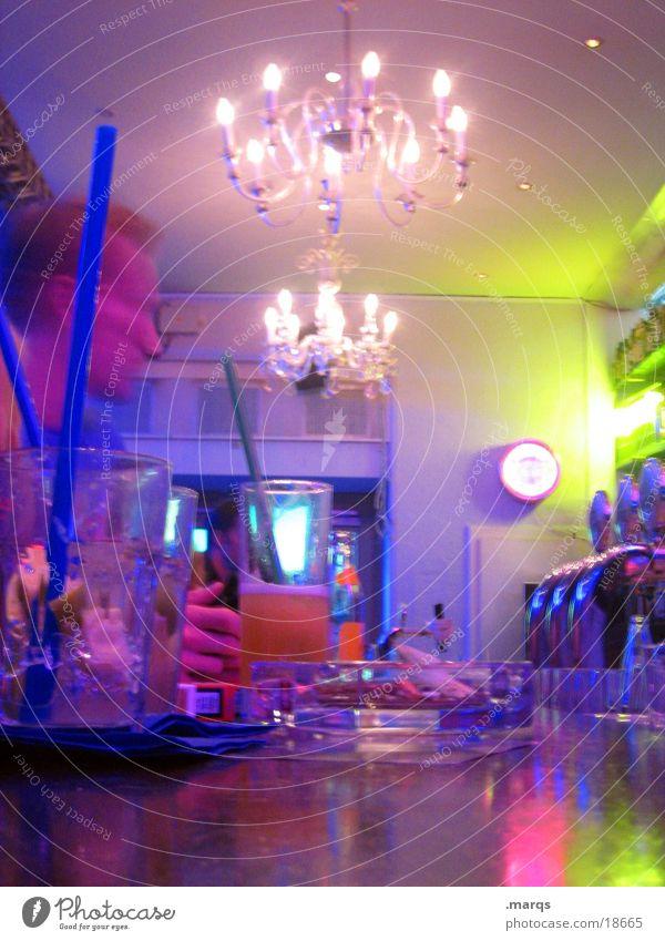 HighLife Party Musik Tanzen Bar Club Theke Kronleuchter