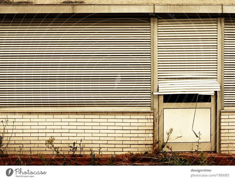 Türspion Ferien & Urlaub & Reisen Haus Fenster Tür dreckig Armut geschlossen kaputt Trauer Reichtum Umzug (Wohnungswechsel) Müdigkeit Wirtschaft Ruhestand Handel Insolvenz