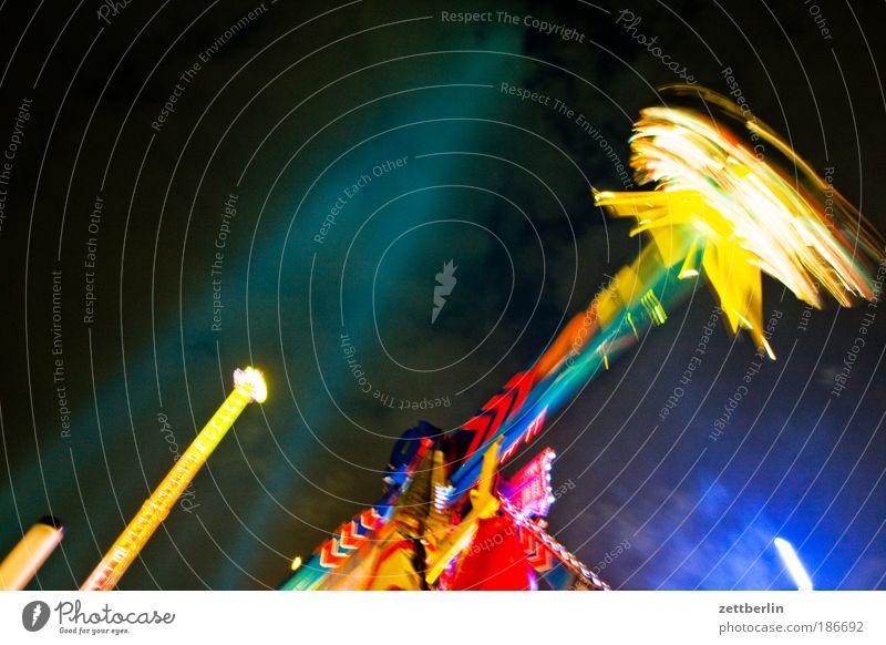 Weihnachtsmarkt Himmel Freude Show Markt mehrfarbig Jahrmarkt Nachthimmel rotieren Drehung Lightshow Karussell Dezember kreisen Achterbahn Lichtschein