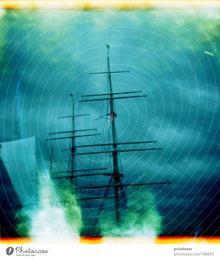 Piraten. alt Wasser blau Lomografie Meer grau Angst bedrohlich Hafen historisch Aggression Gewitterwolken Hafenstadt