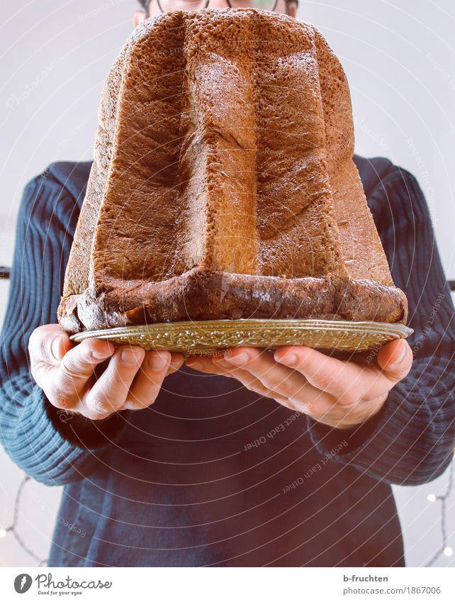 Süßes für Dich! Kuchen Feste & Feiern Weihnachten & Advent Geburtstag maskulin Mann Erwachsene Hand Finger 1 Mensch 30-45 Jahre Pullover stehen tragen Freude