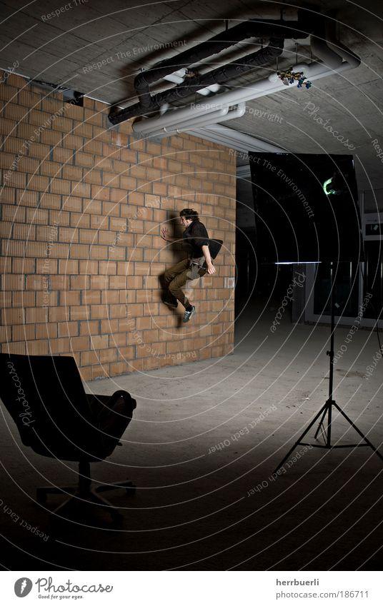 Baustell Fashion Mensch Jugendliche Erwachsene Leben Spielen grau springen träumen braun Mann wild maskulin Geschwindigkeit ästhetisch verrückt authentisch