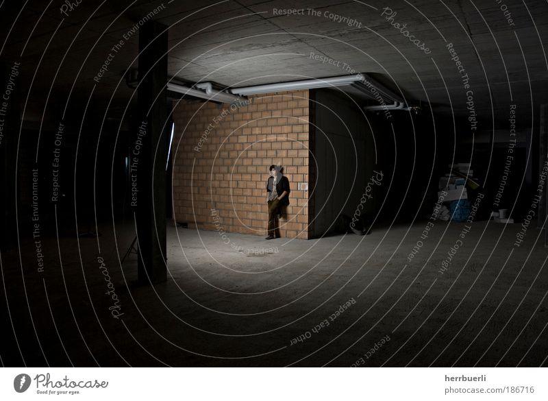 Baustell Fashion maskulin Mann Erwachsene Leben Kunst Schauspieler Kultur Jugendkultur Subkultur Show Bühne stehen warten Set bizarr London Underground