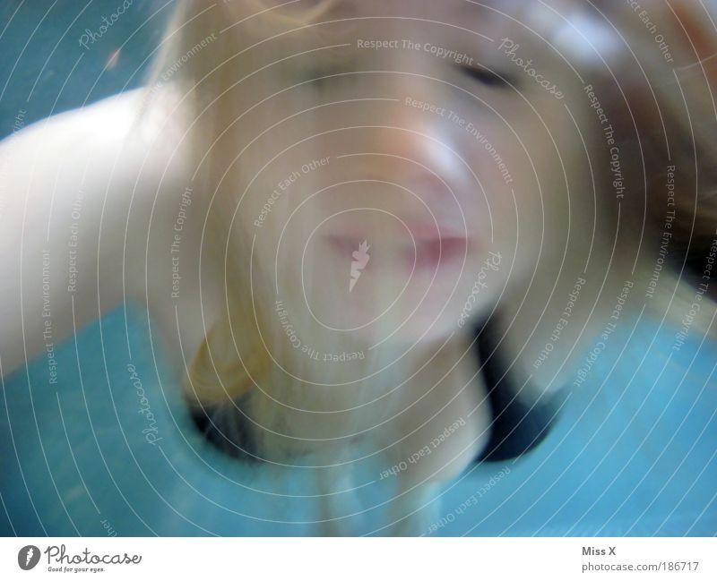 Durchs Nass Mensch Jugendliche schön Gesicht Erwachsene feminin Luft Freizeit & Hobby Schwimmen & Baden Haut Frau Geschwindigkeit 18-30 Jahre Junge Frau Schwimmbad tauchen
