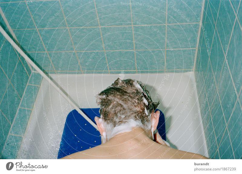 sauber machen maskulin Junger Mann Jugendliche Kopf Haare & Frisuren Rücken Nacken 1 Mensch 18-30 Jahre Erwachsene ästhetisch Flüssigkeit nass blau Wasser