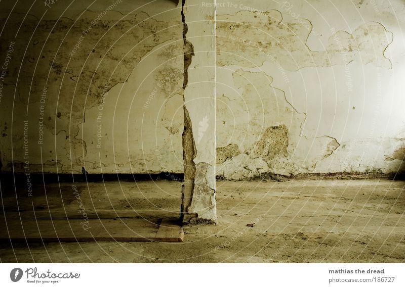 RAUMTEILUNG Menschenleer Industrieanlage Ruine Gebäude Architektur Mauer Wand Fassade alt dreckig dunkel kalt kaputt Säule Raumeindruck Einsamkeit Leerstand