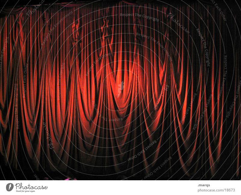 Vorhang auf, die zweite blau weiß rot Freude ruhig schwarz Ferne dunkel Gefühle Beleuchtung Stimmung Tanzen gold geschlossen groß Aktion