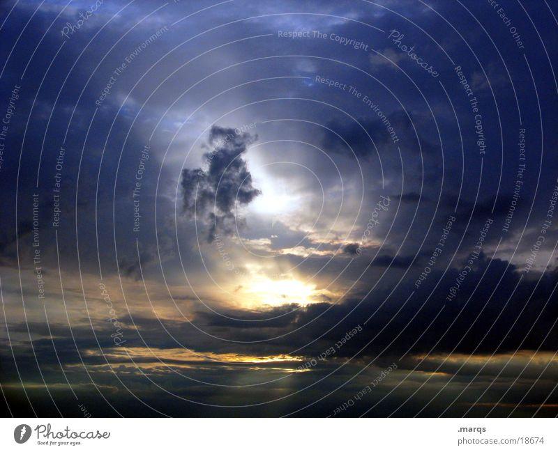Grönemeyerabend Sonnenuntergang Wolken schwarz Sonnenstrahlen Dämmerung Horizont Sommer schön Himmel Regen blau orange Beleuchtung marqs