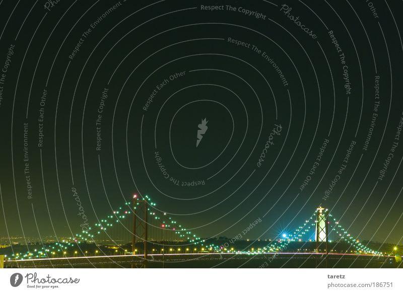 Keine Weihnachtsbeleuchtung Sommer Ferne Beleuchtung glänzend Brücke Fluss Wahrzeichen Stadt Nacht Straßenbeleuchtung Portugal Hauptstadt Lissabon Sehenswürdigkeit Lichterkette Lichtermeer